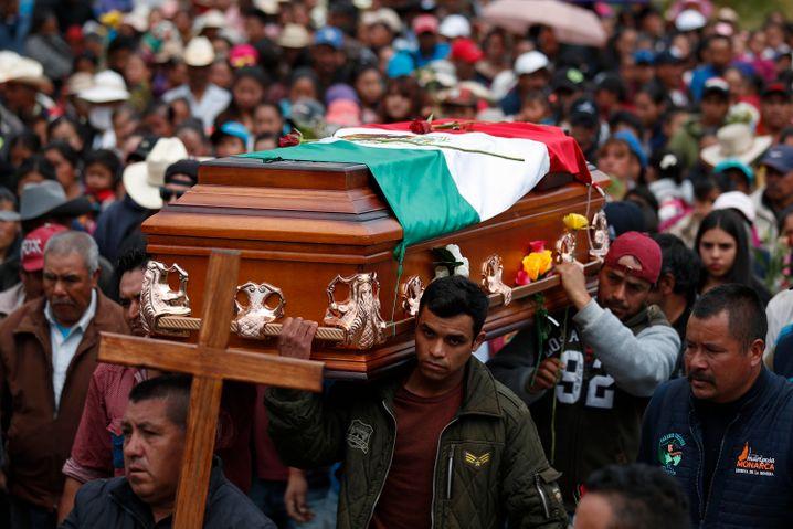 """Trauerzug für einen Aktivisten (31. Januar): """"Mein Bruder hatte keine Feinde, er war sehr beliebt in unserem Dorf"""""""