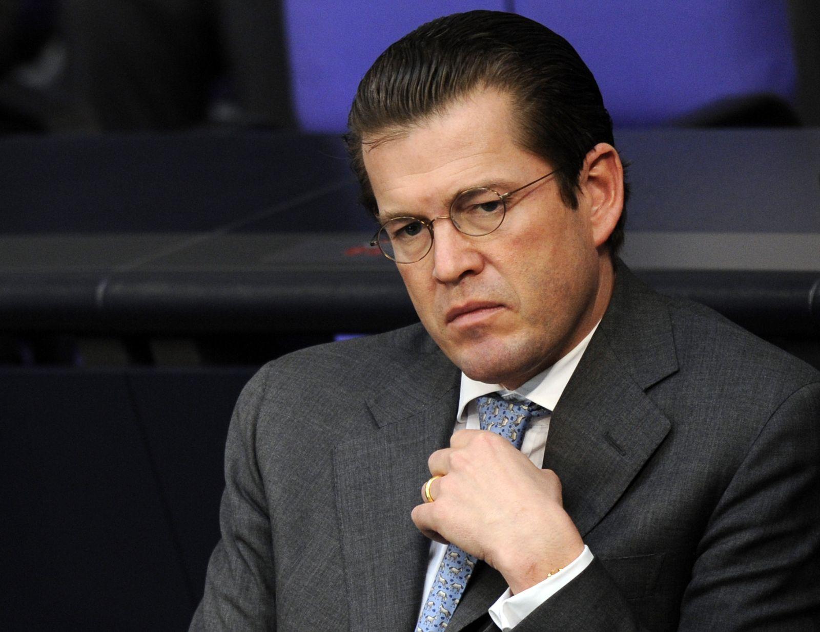 NICHT VERWENDEN Guttenberg im Bundestag