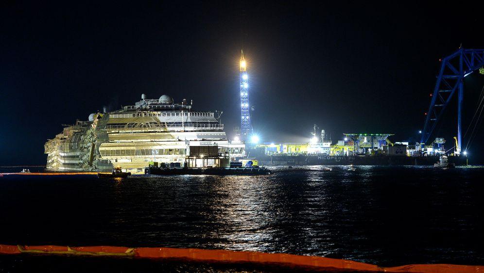 """Bergung vor Giglio: Die """"Costa Concordia"""" schwimmt wieder aufrecht"""