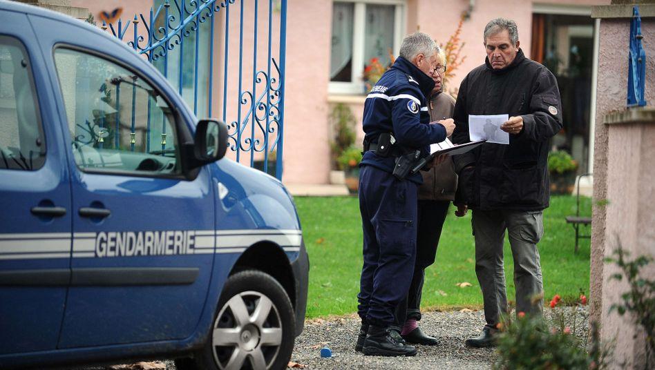 Französische Ermittler am Tatort im französischen Noulhian