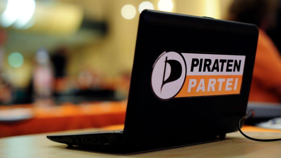 Laptop mit Piraten-Logo (Archivbild): Online-Pranger für mutmaßlicher Raubkopierer