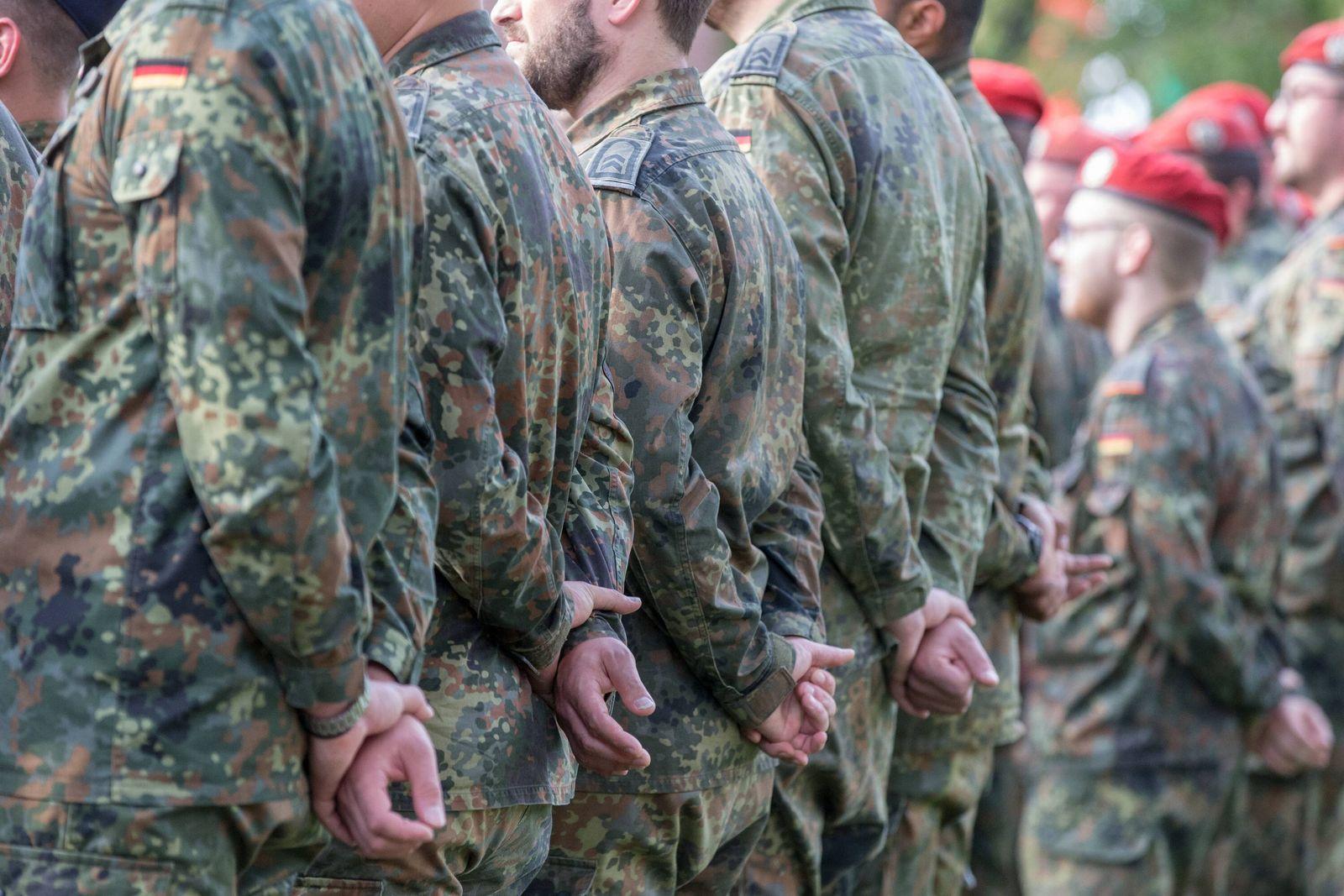 EINMALIGE VERWENDUNG Soldaten der Bundeswehr