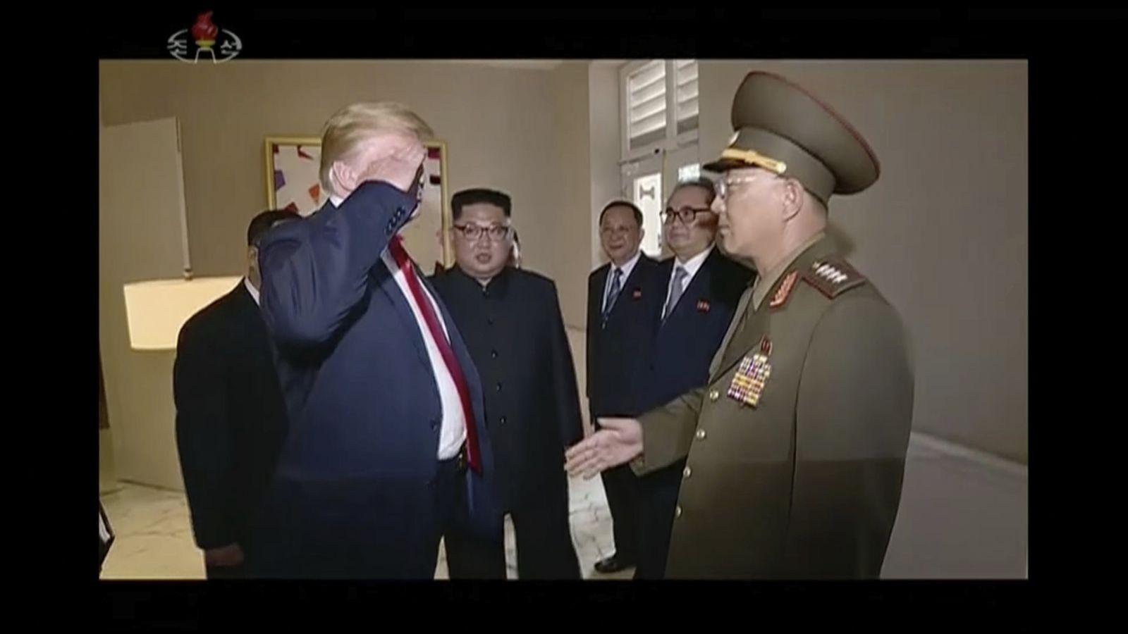 Trump/ General/ Salutieren