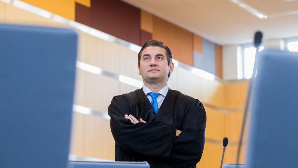 Rechtsanwalt Günal
