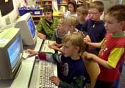 Begabtenförderung: Erstklässler am Computer