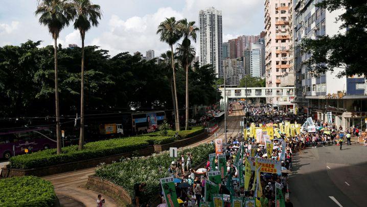 Protest gegen Pekings Regierung: Tausende Hongkonger gehen auf die Straße