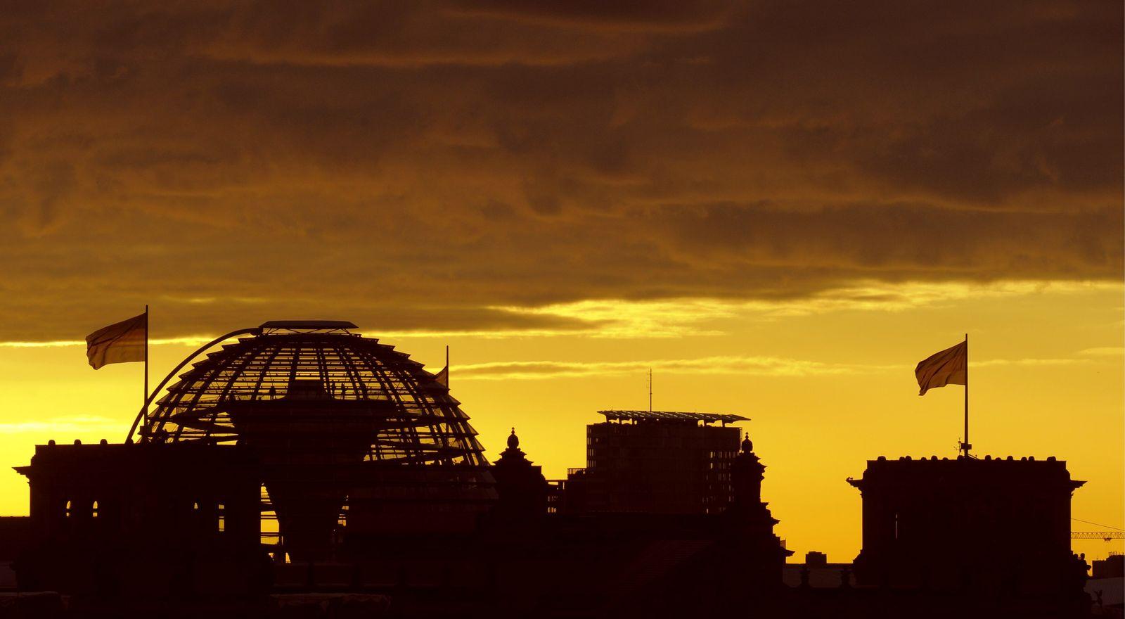 NICHT VERWENDEN Bundestag / Sonnenaufgang