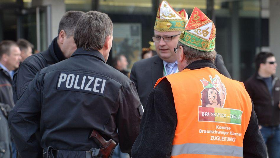 """Karnevalisten und Polizisten in Braunschweig: """"Eine konkrete Gefährdung durch einen Anschlag"""""""