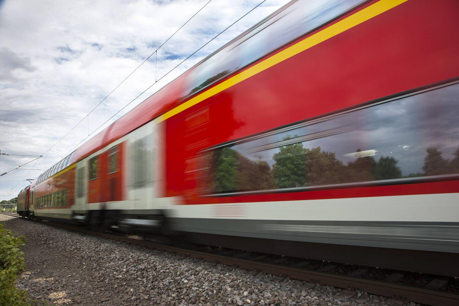 EINMALIGE VERWENDUNG Regionalzug