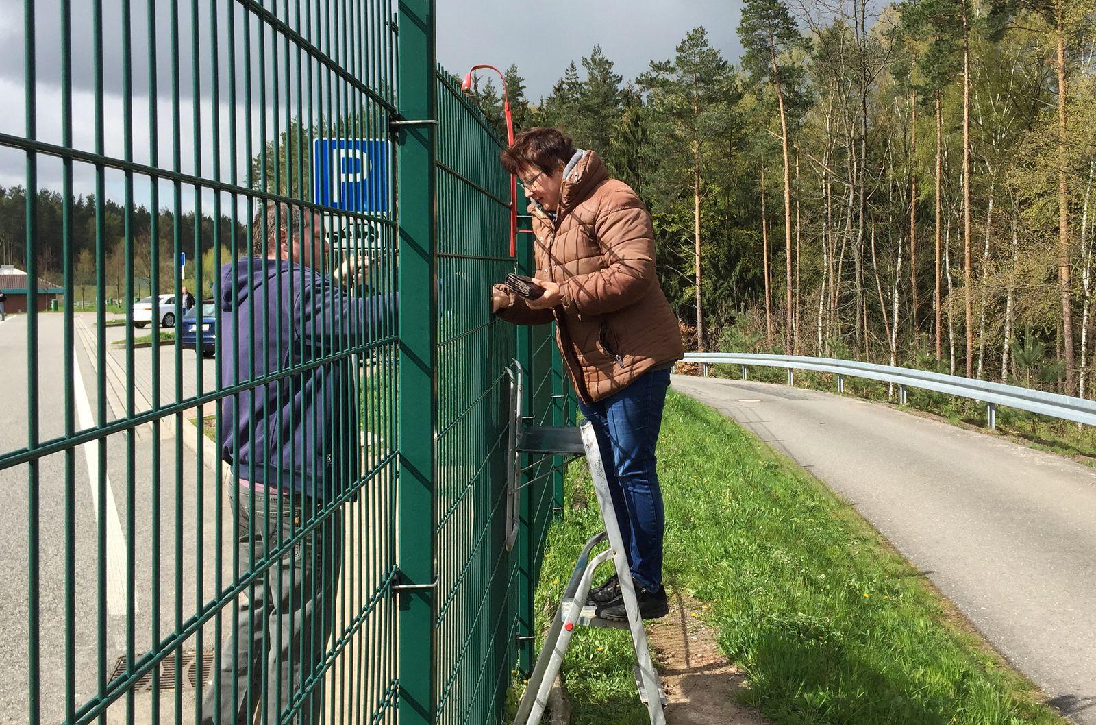 Bratwurststand über Zaun an A9 in Thüringen