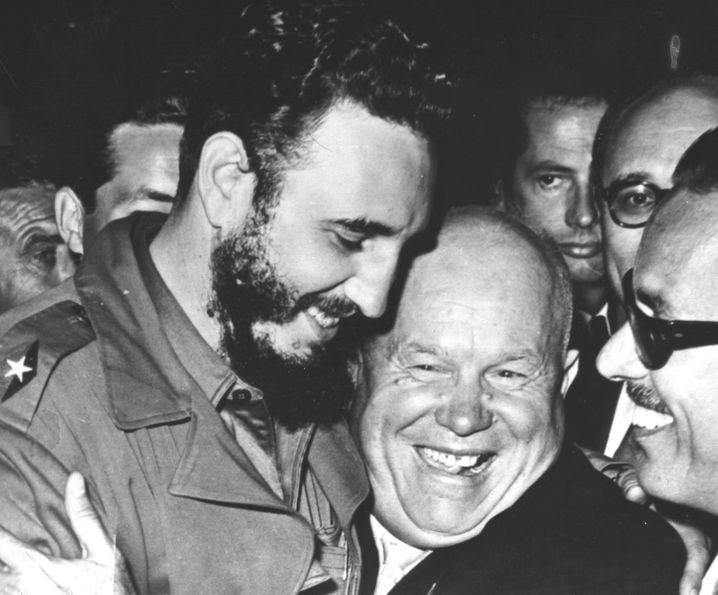 Fidel Castro und der sowjetische Regierungschef Chruschtschow bei der Uno-Vollversammlung im September 1960