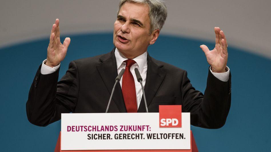"""Österreichs Bundeskanzler Faymann: """"Bei einer fairen Verteilung der Flüchtlinge nicht einfach wegducken"""""""