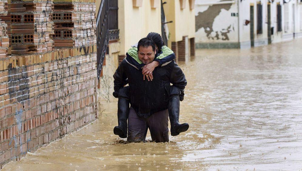 Unwetter in Spanien: Kampf gegen die Fluten