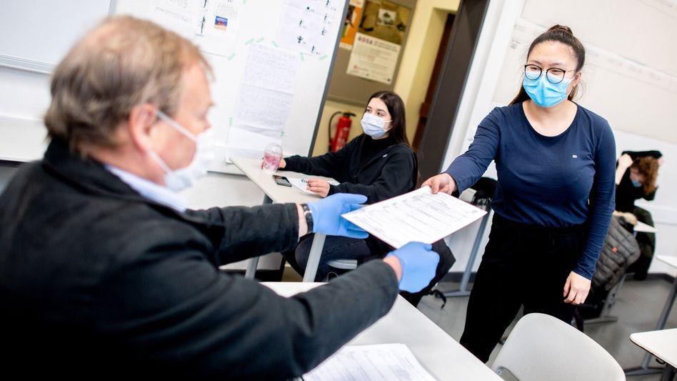 Schule unter Pandemiebedingungen: Impfquote unter Lehrkräften »in einigen Bundesländern bei nahe 90 Prozent«