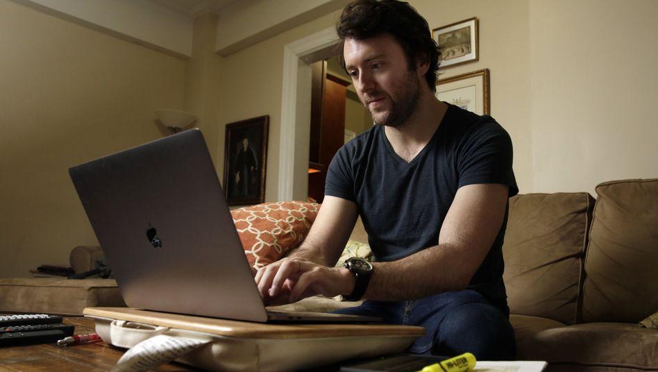 Arbeit am Laptop zu Hause (Symbolbild)
