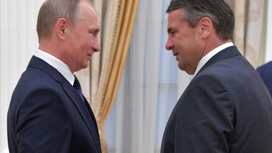Russischer Präsident Putin (l.), deutscher Außenminister Gabriel