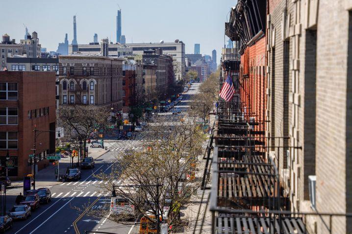Leere Straße in Manhattan, New York: Der Johns-Hopkins-Universität zufolge gibt es in den USA aktuell mehr als 780.000 bestätigte Covid-19-Infektionen