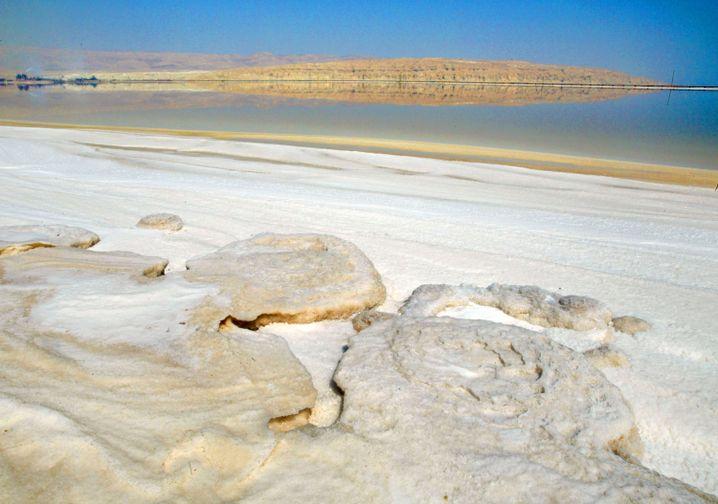 Kristallformationen auf dem Toten Meer: Hier gewinnt der israelische Konzern Dead Sea Works Kaliumkarbonat, auch bekannt als Pottasche