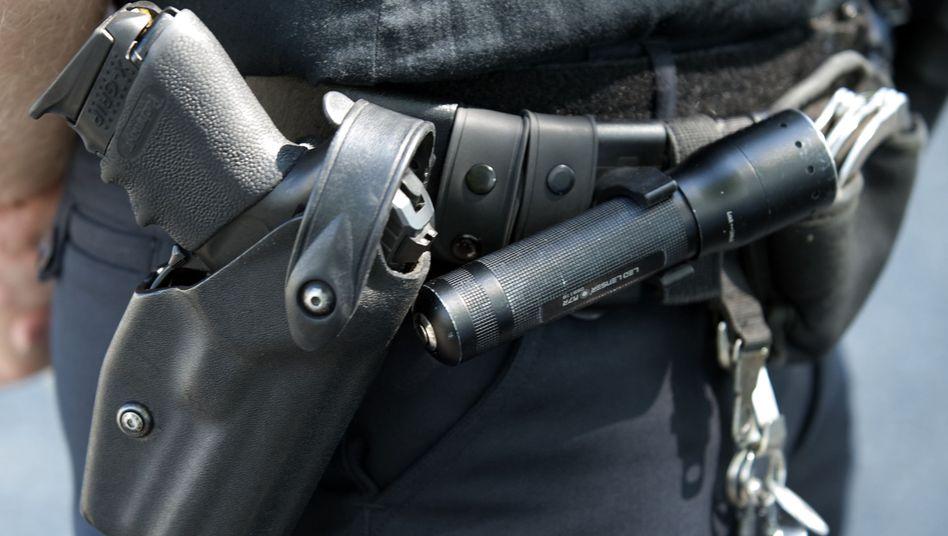 Polizist mit Schusswaffe: Statistik für 2012 vorgestellt