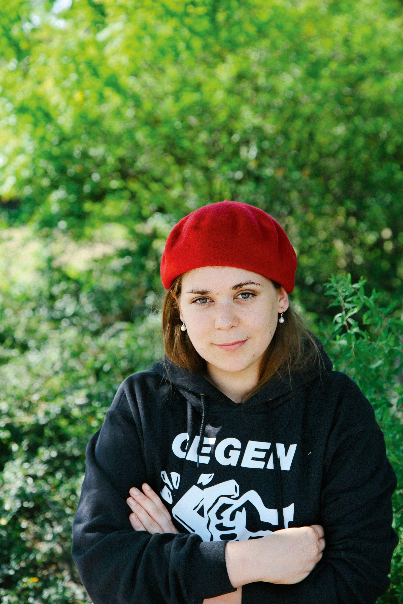 EINMALIGE VERWENDUNG Buch/ Stefanie Sargnagel: Statusmeldungen COVER