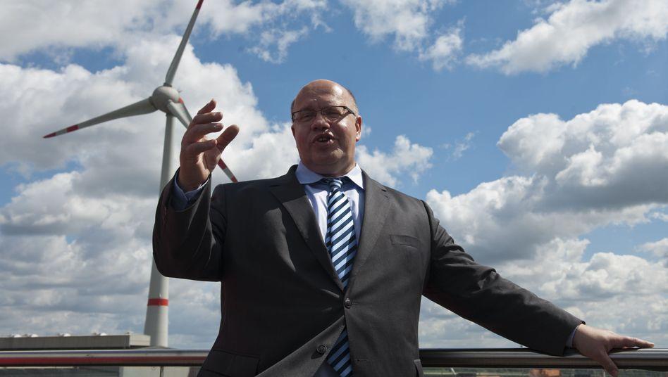 """Umweltminister Altmaier (vor einem Windrad in Sachsen-Anhalt): """"Muntere Debatte"""""""