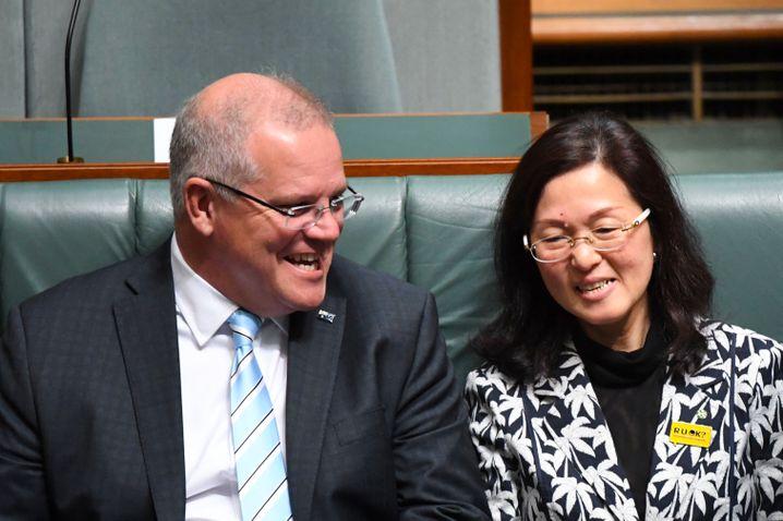 Australiens Premier Scott Morrison und Abgeordnete Gladys Liu
