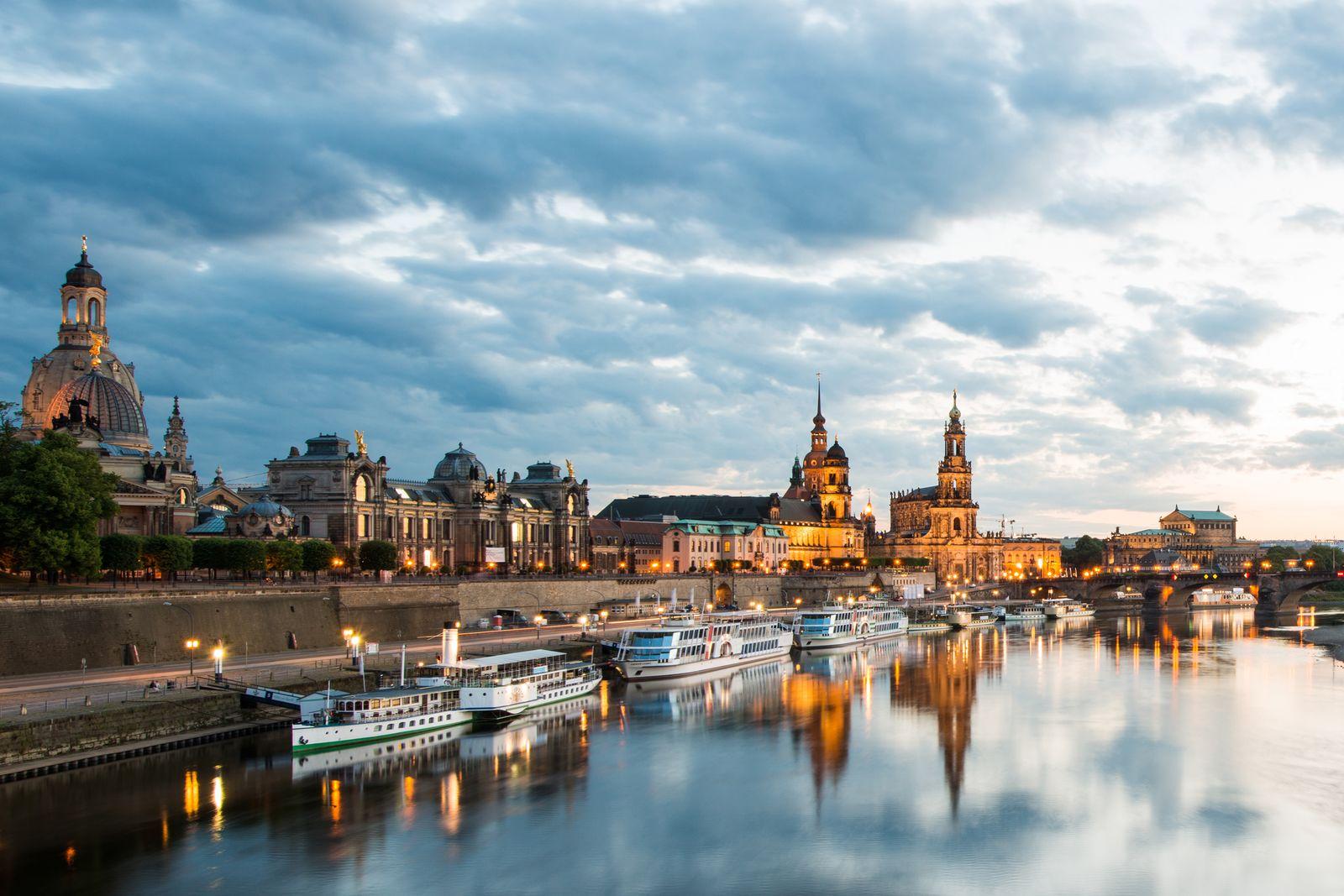 EINMALIGE VERWENDUNG Lesereise im Osten/ Dresden