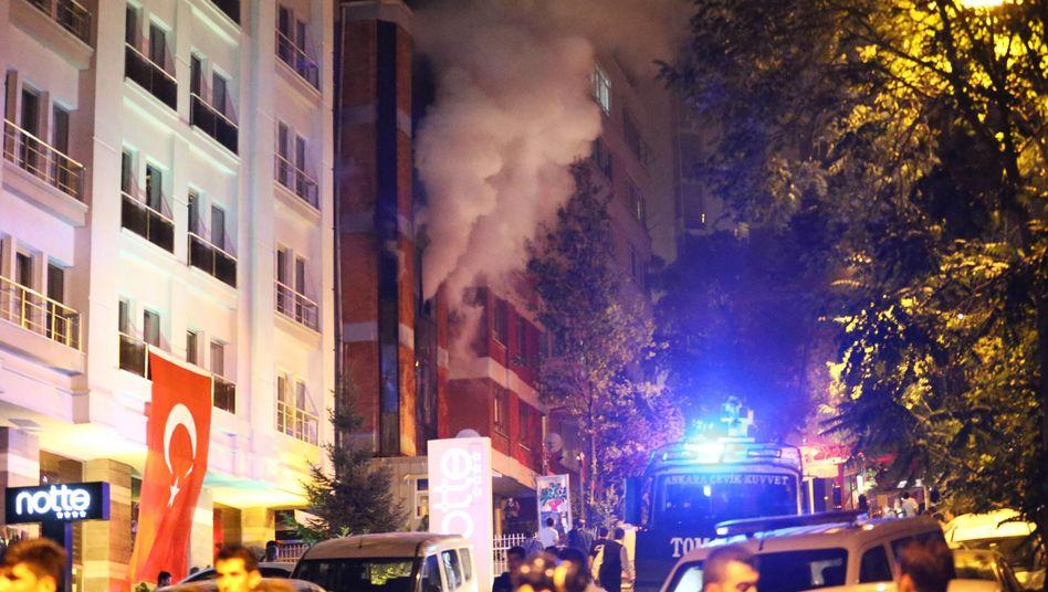 Brennende HDP-Zentrale in Ankara: Landesweite Übergriffe auf die HDP