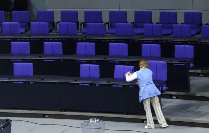 """Reinigungskraft im Bundestag (Archivbild): """"Wenn die Bereitschaft, diese Arbeit auszuführen, selten wäre, dann würden die so viel verdienen wie Ärzte"""""""