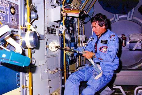 """Merbold im """"Spacelab"""" von 1983: Wissenschaftler waren aus dem Häuschen"""