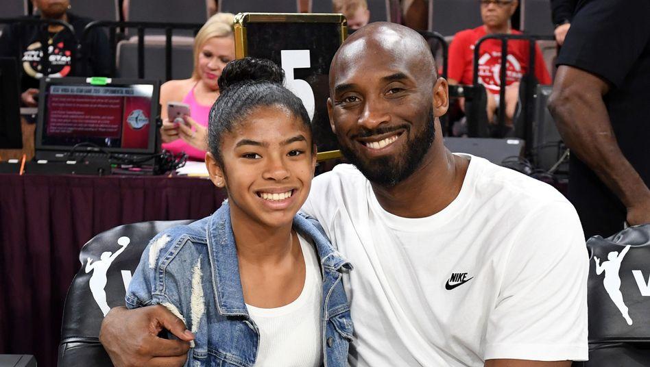 Gianna Bryant mit ihrem Vater bei einem All-Star Game 2019