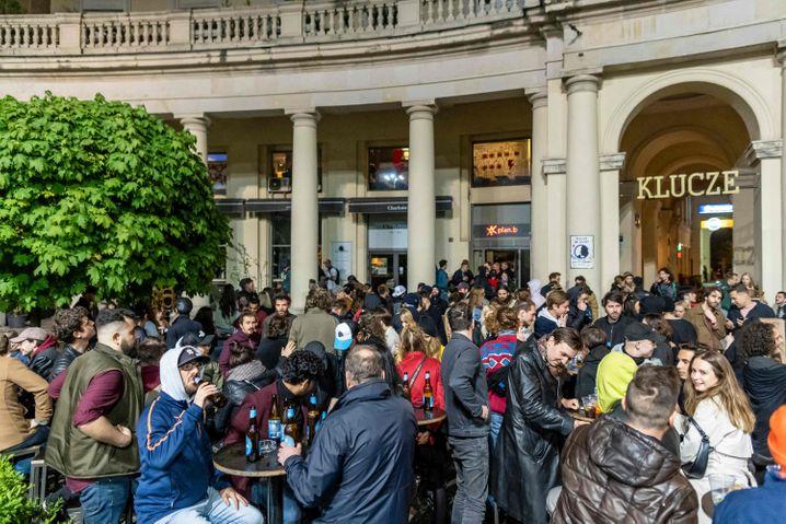 Geöffnete Bar in Warschau: Aktuell liegt die Sieben-Tage-Inzidenz in Polen bei rund 65