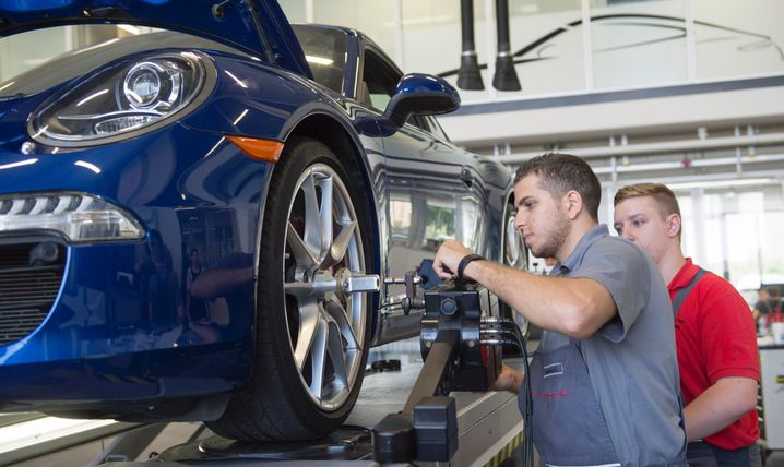 Syrischer Auszubildender in Porsche-Werk
