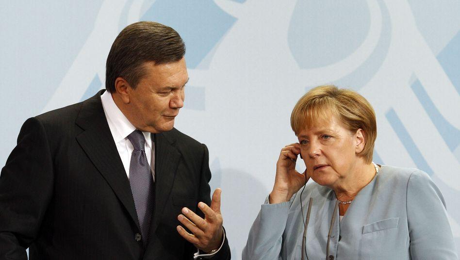 Janukowitsch und Merkel (Archivbild): Schluss mit Entweder-oder-Mentalität