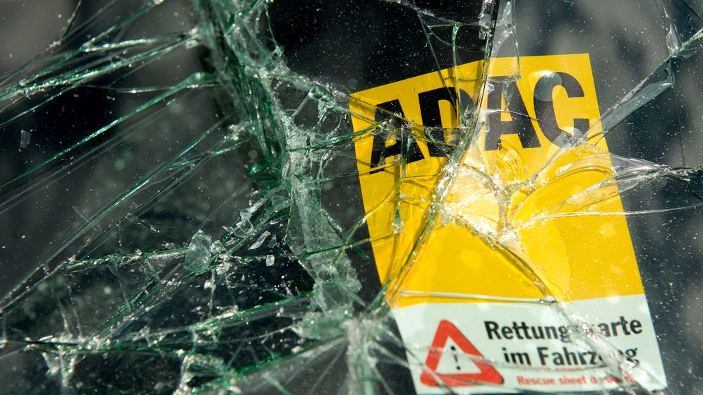 Notfallübung am Elektrowagen: Rettungskräfte unter Spannung