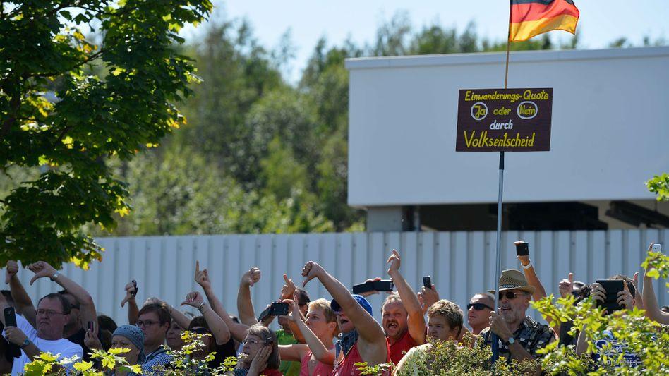Demonstranten in Heidenau: Buhrufe und Beschimpfungen
