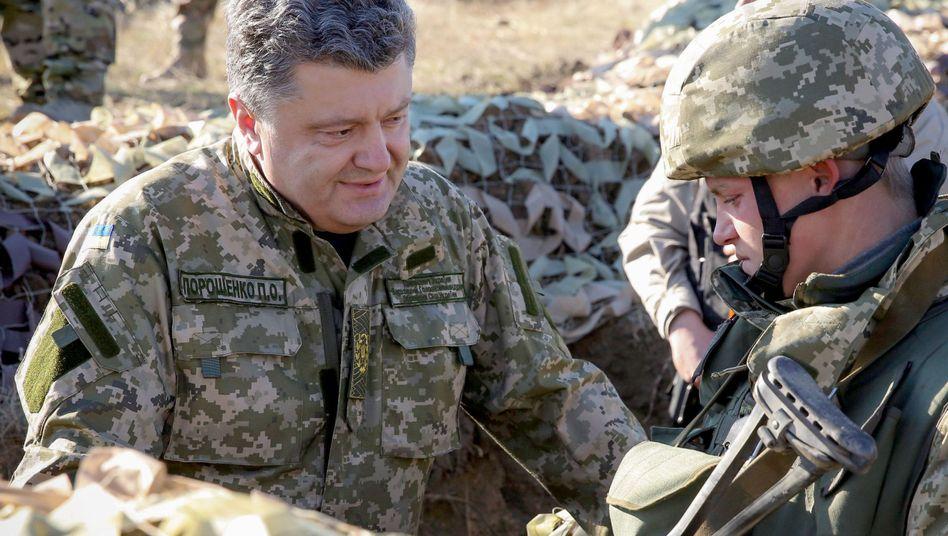 Poroschenko (l., Archivaufnahme): Er schlägt eine Polizeimission der EU vor