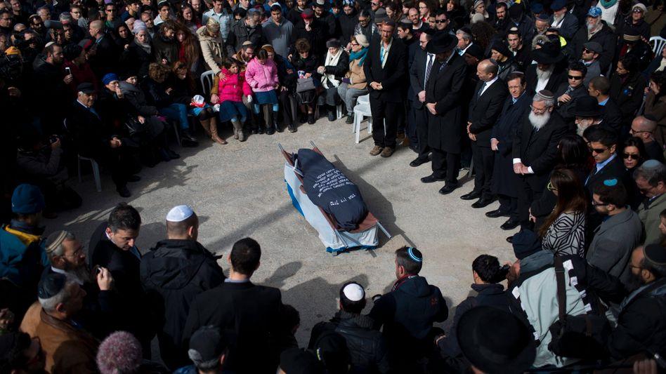 Trauerfeier für Dafna Meir: Messerangriff im Hauseingang