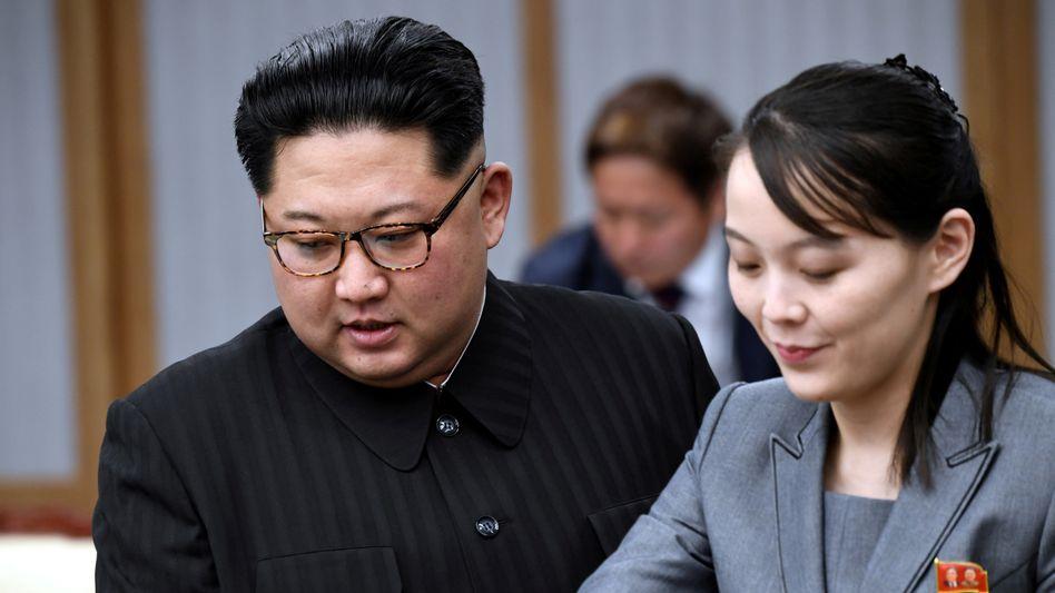 Kim Yo Jong und ihr Bruder, der nordkoreanische Machthaber Kim Jong Un (Archiv)