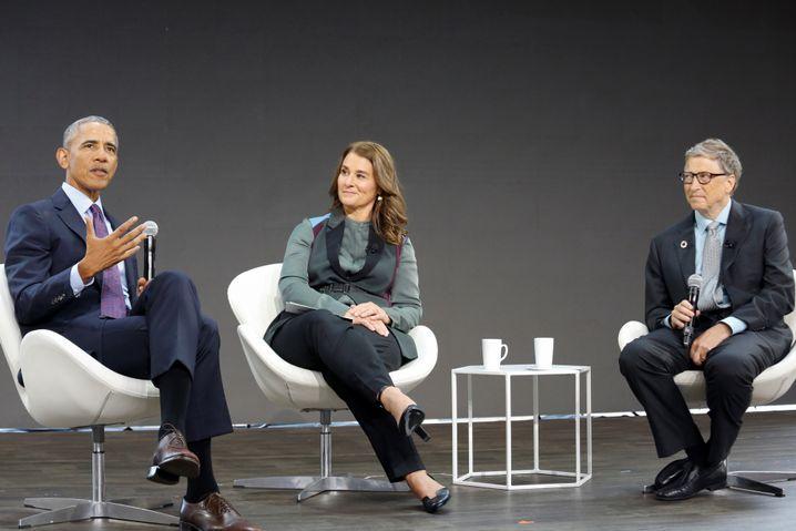 Bill und Melinda Gates bei einer Diskussion mit Barack Obama (l.)