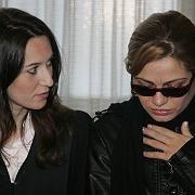 """Die Nebenklägerin und Schwester des Opfers, Ösnur A. (r.), und ihre Anwältin Gülsen Celebi: """"Man hätte Rukiyes Tod verhindern können"""""""