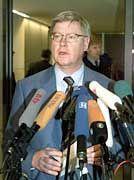 Joachim Hörster teilte der Presse den Tod Hüllens mit