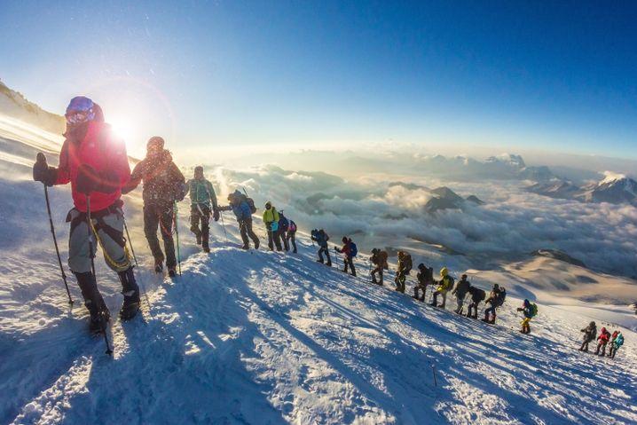 Bergsteiger am Elbrus: Jährlich wagen Tausende den Aufstieg
