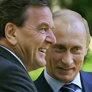 Schröder mit Putin: Enge Bande (Archivbild von 2005)