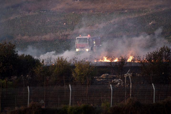 Libanesische Feuerwehr am Grenzzaun: Israelische Granaten lösten Brände aus