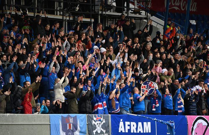 Das isländische Publikum gab sich jede Mühe, für etwas Kulisse zu sorgen