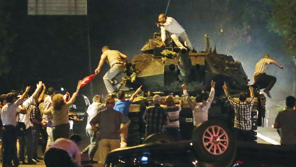 Photo Gallery: A Long Night in Turkey