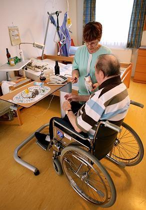 Pflegerin in Altenheim: 4,70 brutto kein Einzelfall