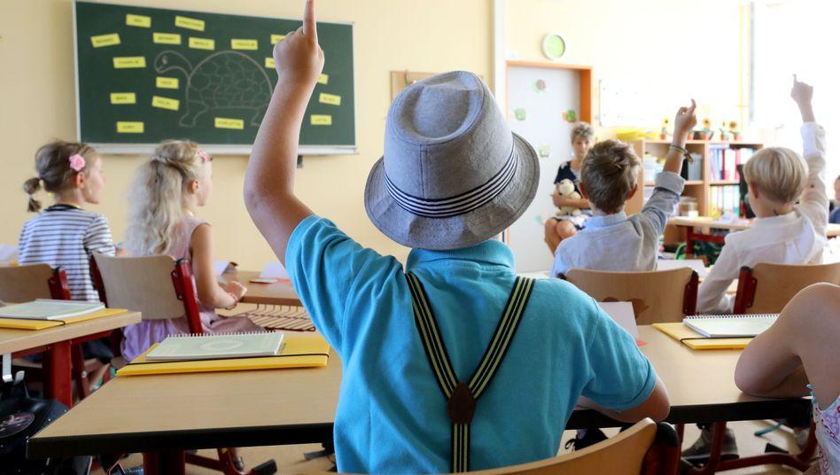 Schulklasse in Mecklenburg-Vorpommern: Geld soll Referendare aufs Land locken