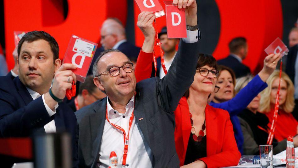 SPD-Spitzenpolitiker Lars Klingbeil (l.), Norbert Walter-Borjans und Saskia Esken: Plötzlich in der Verantwortung